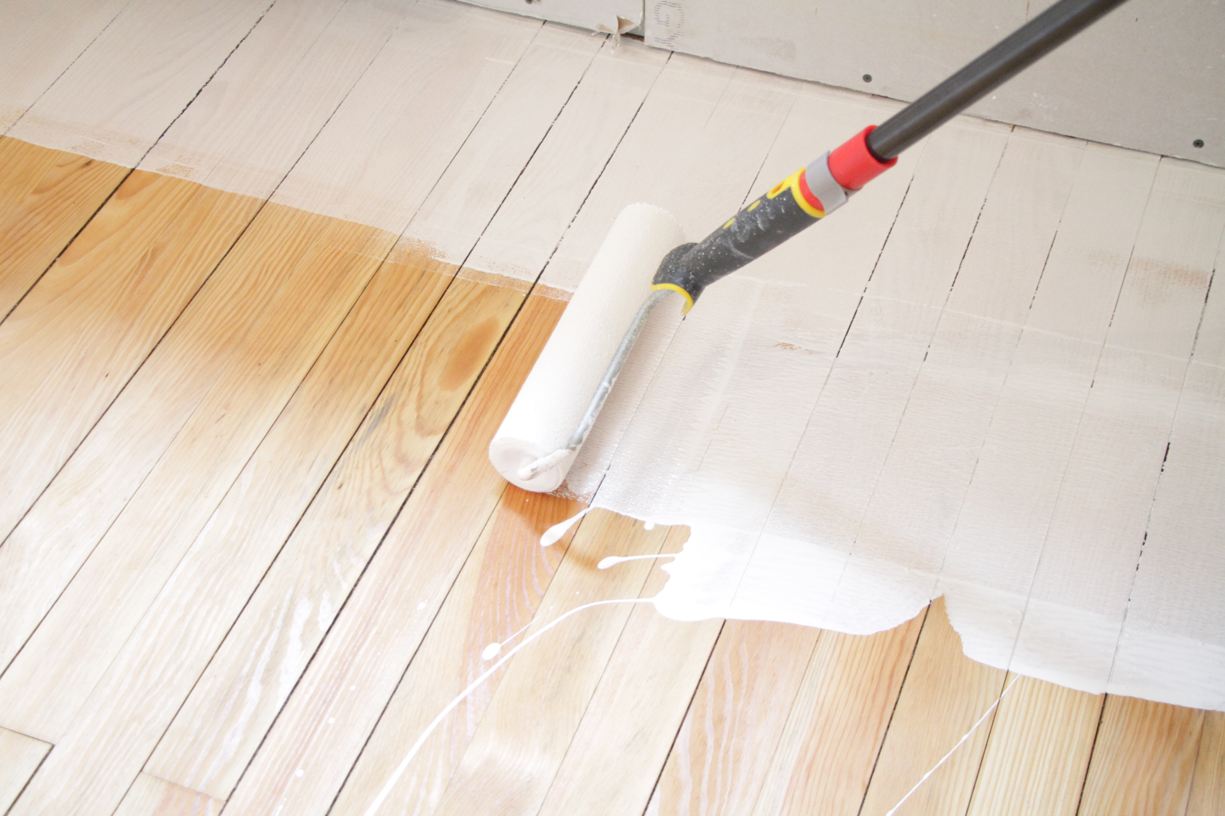 D corer un parquet sans n gliger sa protection love d co for Peindre sur du bois vernis sans poncer